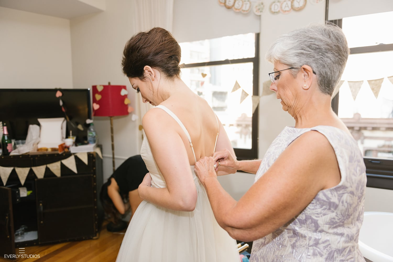 New York bride getting ready