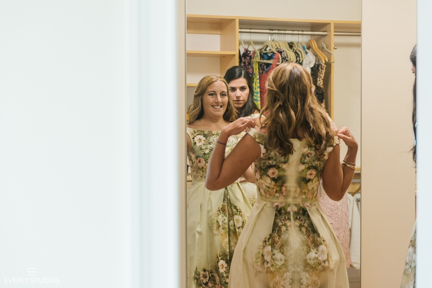 Wedding prep with the bride and bridesmaids in Mantoloking, New Jersey. Photos by Mantoloking New Jersey wedding photographer Everly Studios, www.everlystudios.com