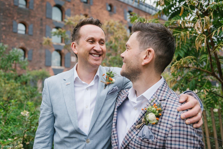 Same sex Brooklyn Bridge Park wedding in Brooklyn, New York. Photos by Brooklyn wedding photographer Everly Studios, www.everlystudios.com
