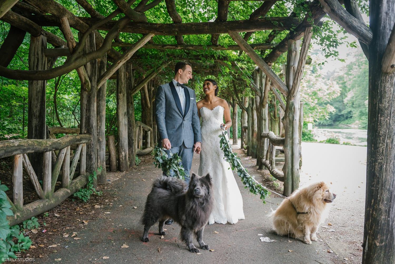 Prospect Park Boathouse wedding in Brooklyn, New York. Photos by Brooklyn wedding photographer Everly Studios, www.everlystudios.com