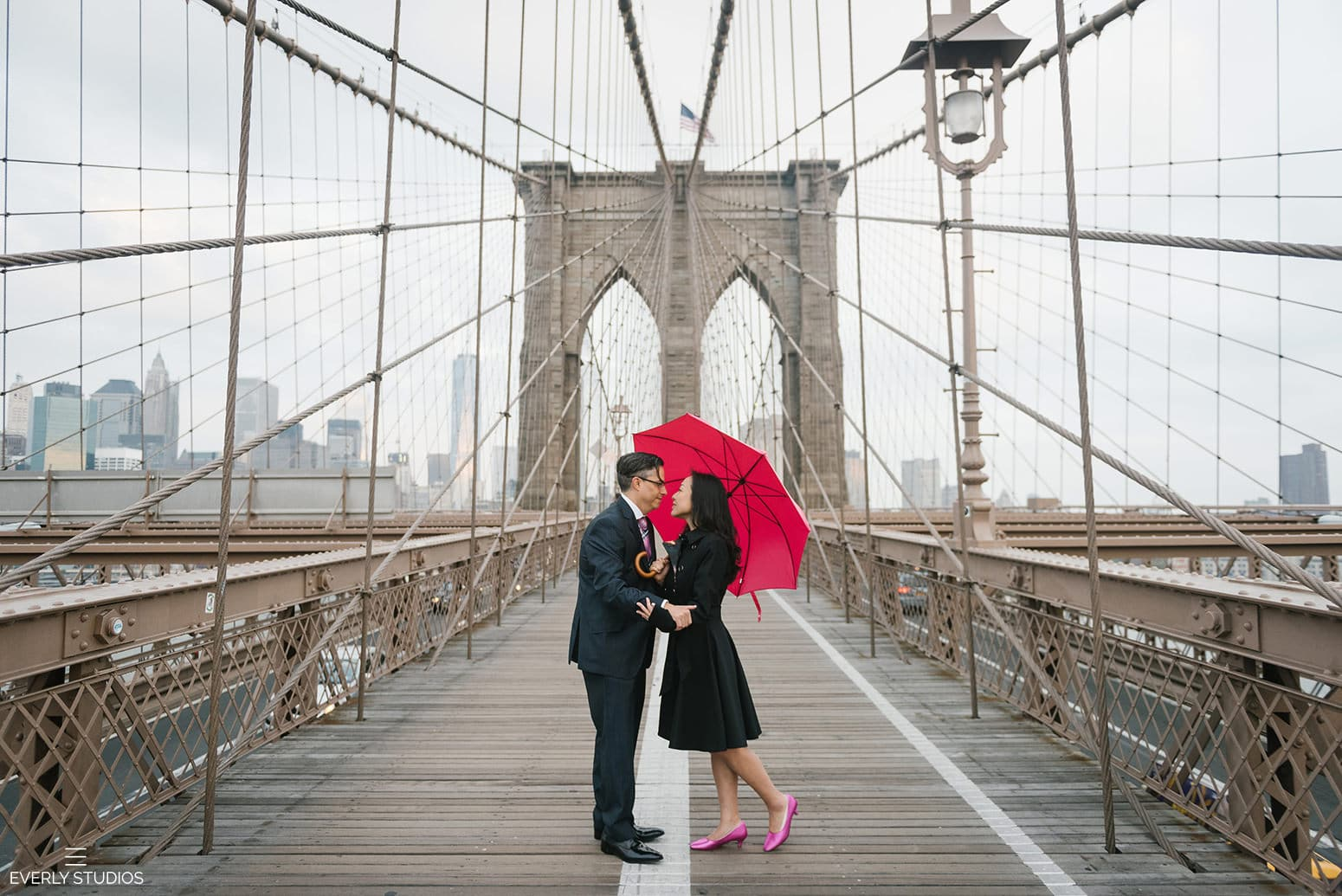 Brooklyn Bridge wedding. Iconic New York wedding locations with a view. Photo by Brooklyn wedding photographer Everly Studios, www.everlystudios.com