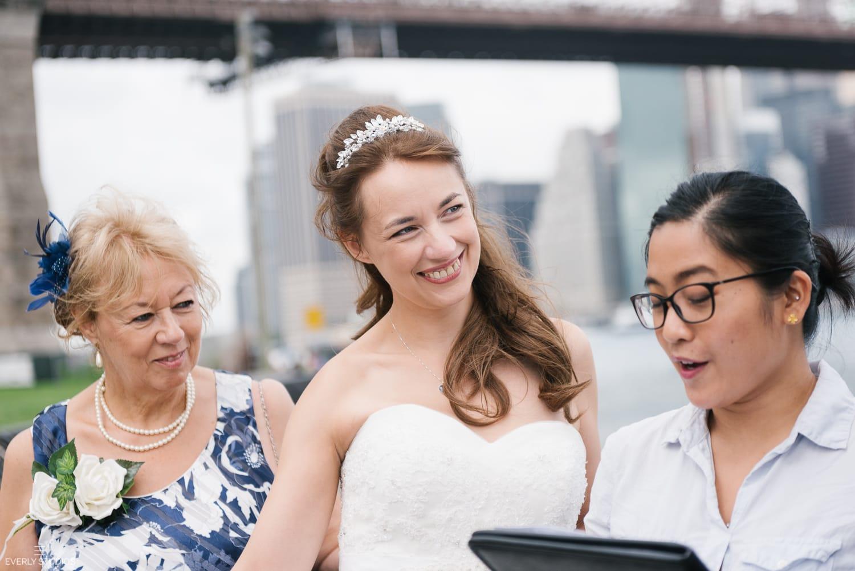 Brooklyn Bridge Park elopement in Brooklyn. Photos by Brooklyn elopement photographer Everly Studios, www.everlystudios.com
