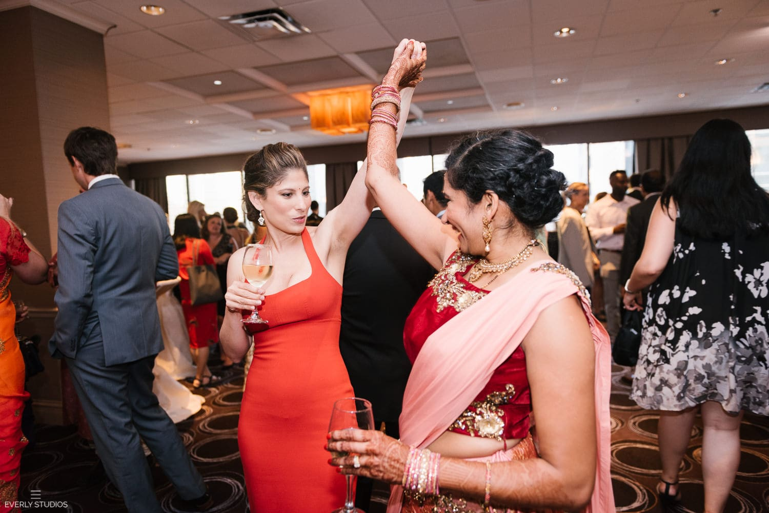 Holiday Inn Chicago Mart Plaza wedding. Photography by Indian wedding photographer NYC Everly Studios, www.everlystudios.com