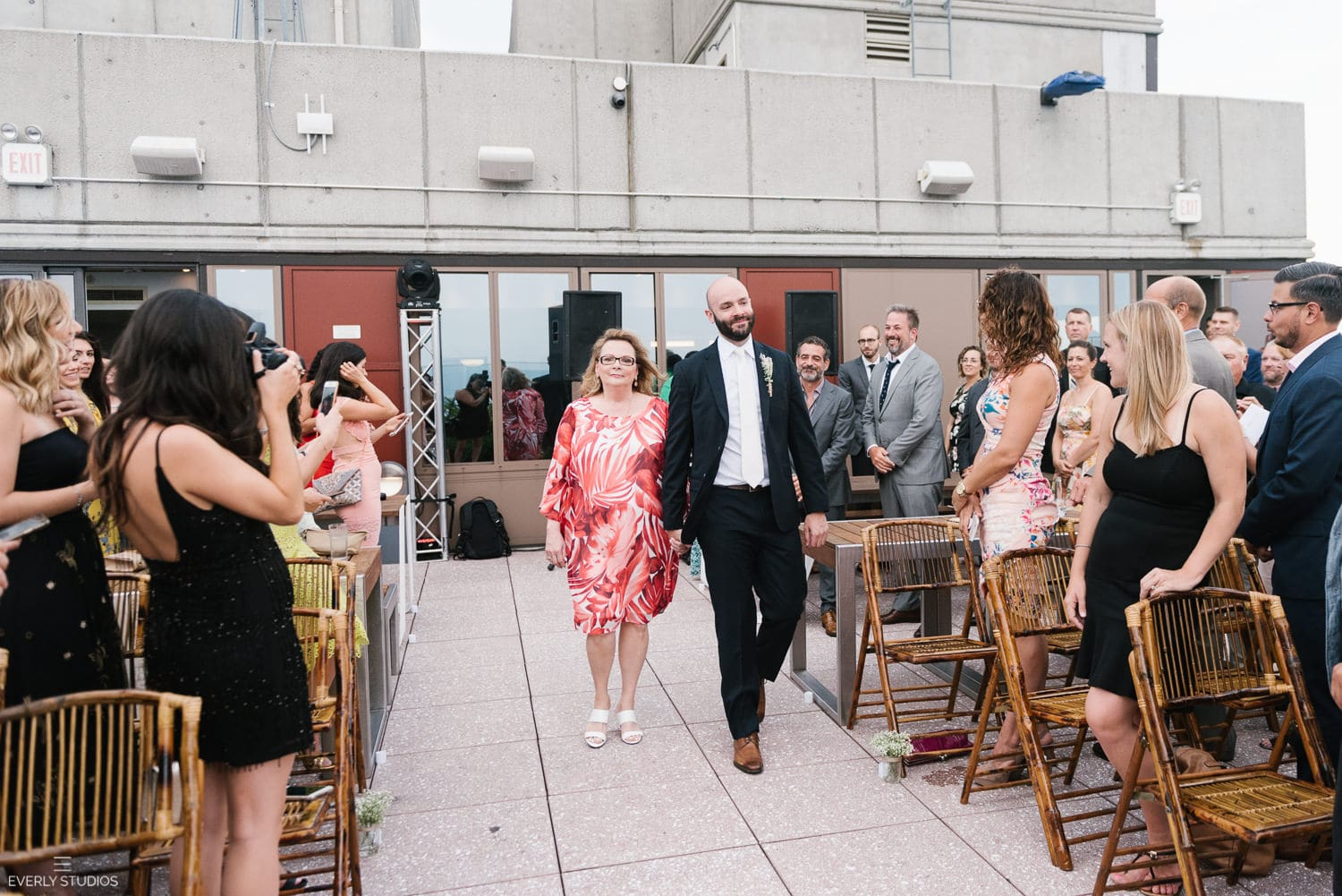Rooftop wedding NYC in Brooklyn with views of Manhattan. Wedding photos by NYC wedding photographer Everly Studios, www.everlystudios.com