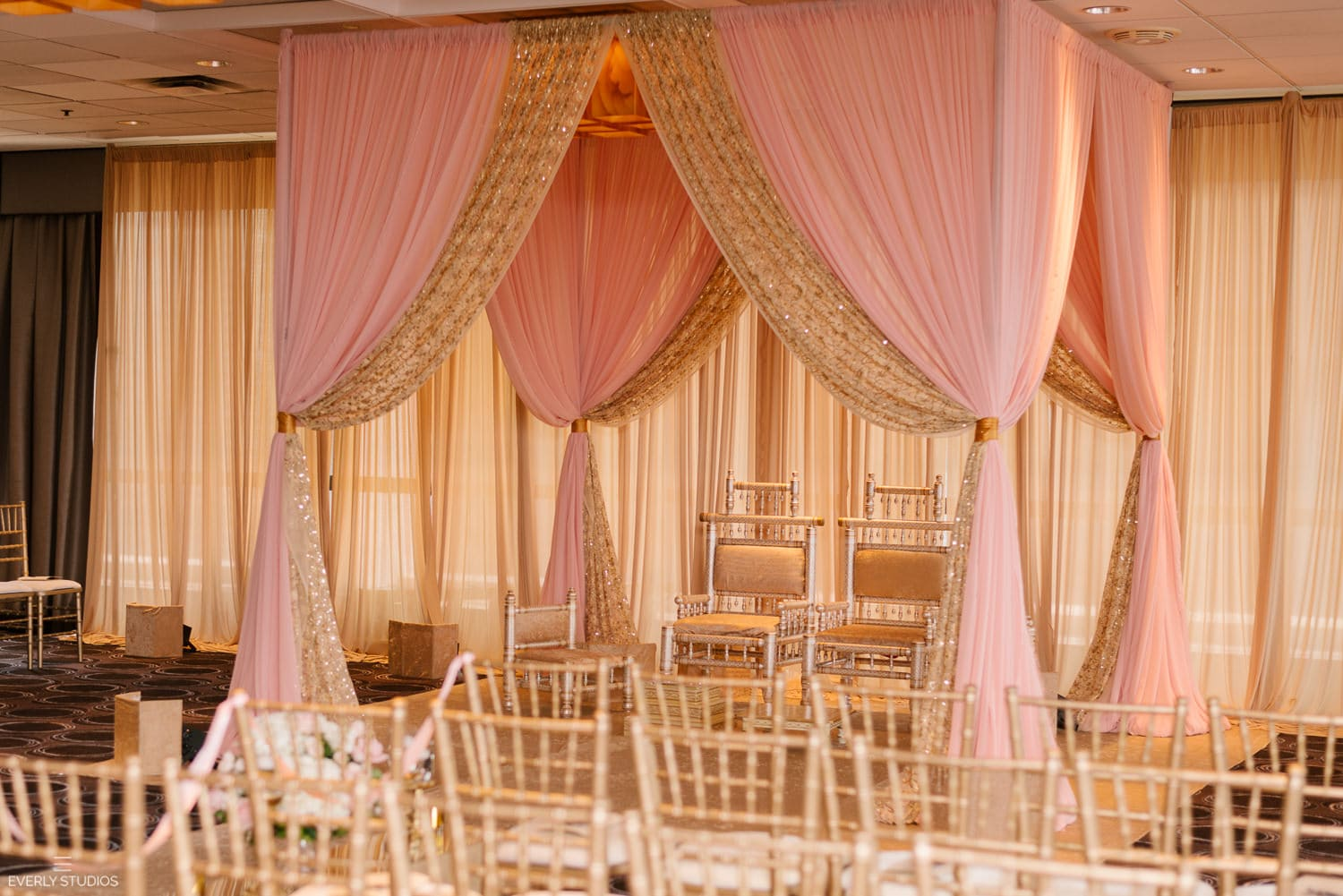 Wolf Point Ballroom wedding Chicago at Holiday Inn Chicago Mart Plaza River North. Photography by Indian wedding photographer NYC Everly Studios, www.everlystudios.com