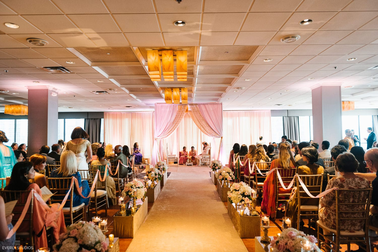 Holiday Inn Chicago Mart Plaza River North wedding. Photography by Indian wedding photographer NYC Everly Studios, www.everlystudios.com