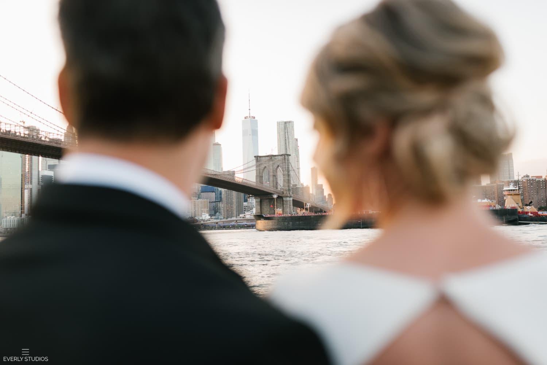 Brooklyn Bridge Park wedding photos at golden hour. Photos by Brooklyn wedding photographer Everly Studios, www.everlystudios.com