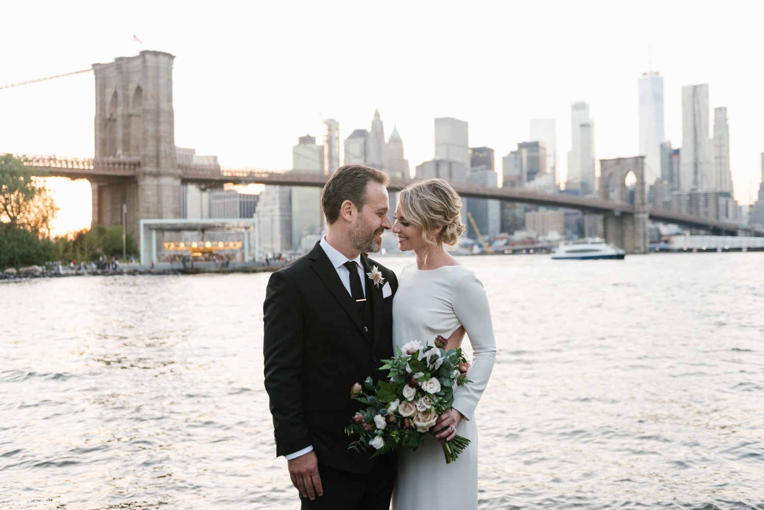 Brooklyn Bridge Park wedding photos at golden hour. Photos by Brooklyn wedding photographer Everly Studios, www.everlystudios.com