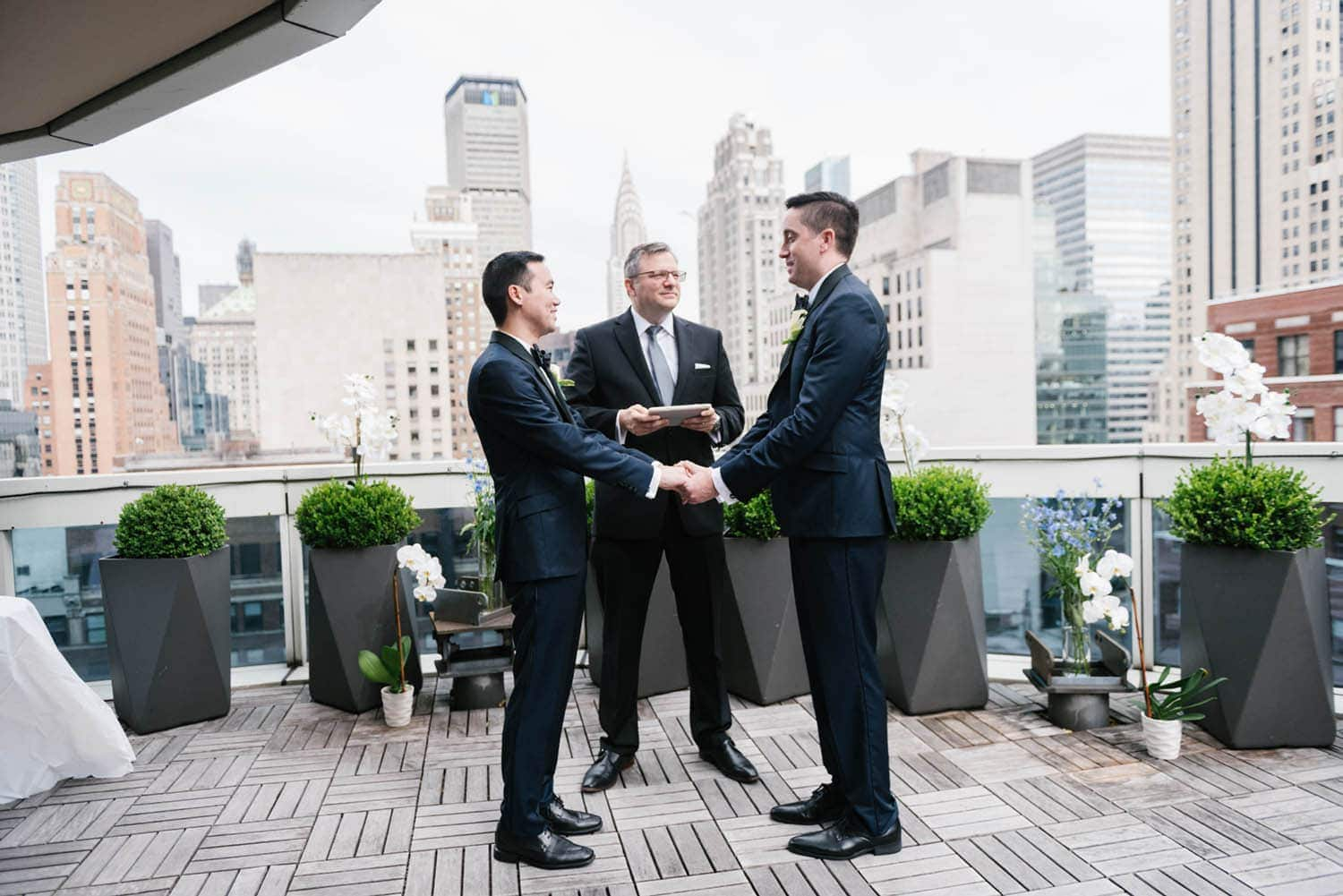 Where to elope in NYC: the best small wedding venues for New York elopements. Photos by NYC wedding photographer Everly Studios
