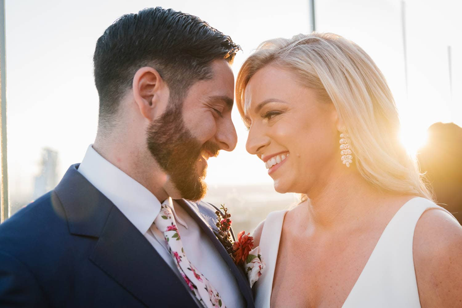 best time to take outdoor wedding photos: golden hour