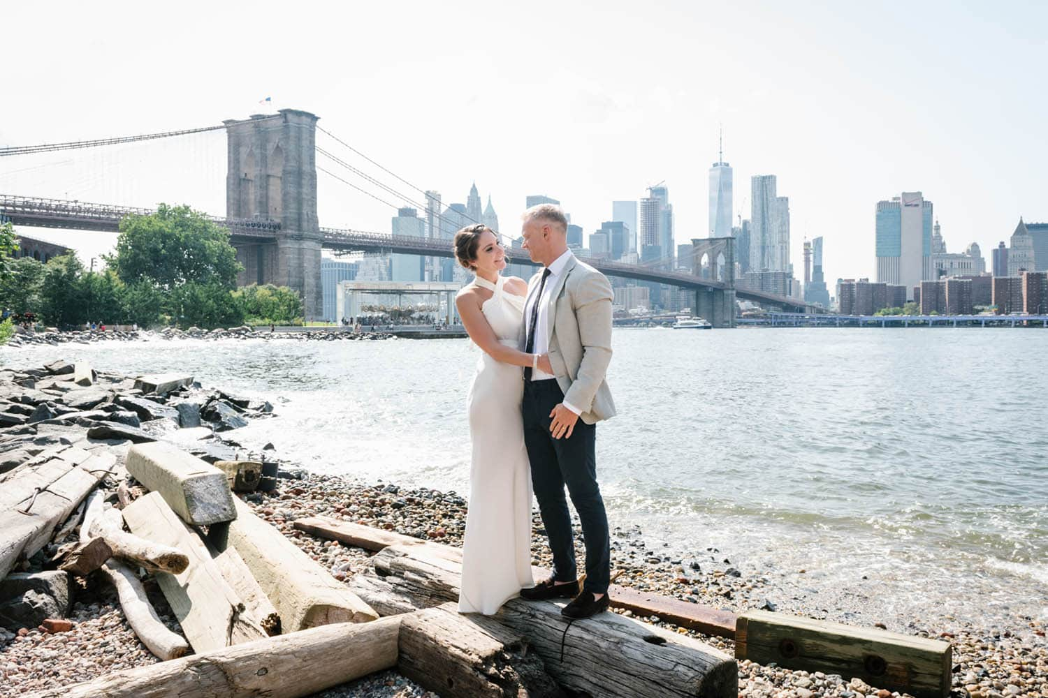 best time to take outdoor wedding photos: late afternoon